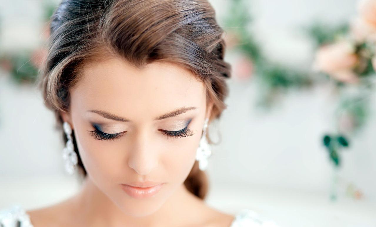 Нежный макияж на выпускной для голубых глаз